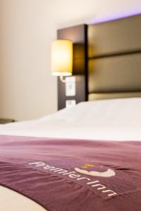 Hobson-Porter-Premier-Inn-Bedroom-details-9